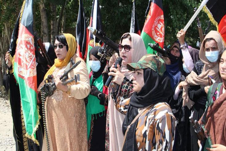 তালেবান ঠেকাতে অস্ত্র হাতে আফগান নারীরা