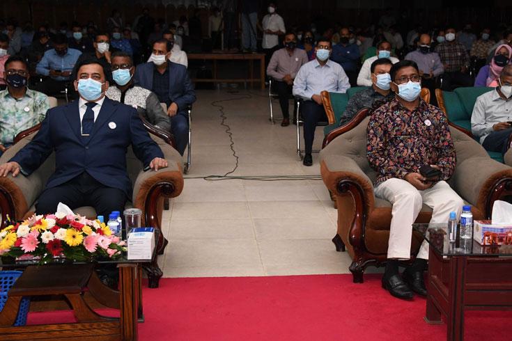 'অভিশপ্ত আগস্ট' নাটকের উদ্বোধনী মঞ্চায়নে আইজিপি