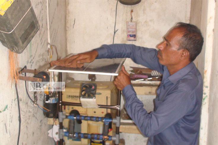 রাজুর সোলার ফ্যানে বাতাসের সঙ্গে মেলে ছায়াও