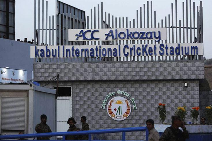 আফগান ক্রিকেট বোর্ডে রাইফেল হাতে তালেবান