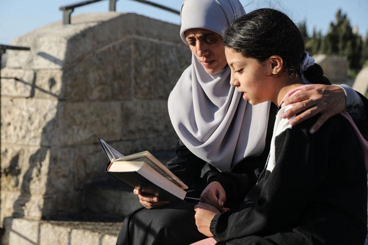 ২৮ বার গ্রেপ্তারের পরও আল-আকসায় দাঁড়িয়ে যে নারী
