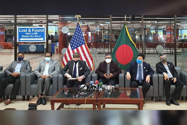 করোনার বিরুদ্ধে লড়াইয়ে বাংলাদেশ পেল মডার্নার টিকা