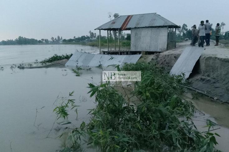 তিস্তার গর্ভে মসজিদ, ভাঙন-আতঙ্কে পুরো গ্রাম