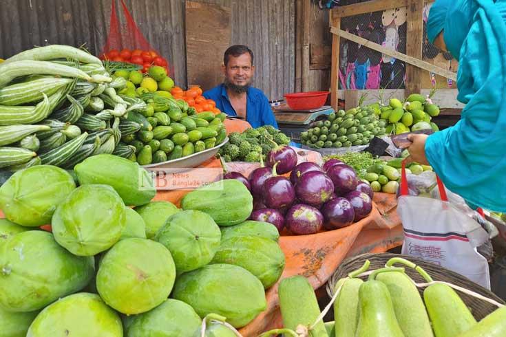 বৃষ্টি-শাটডাউনে কাঁচাবাজারে গরম
