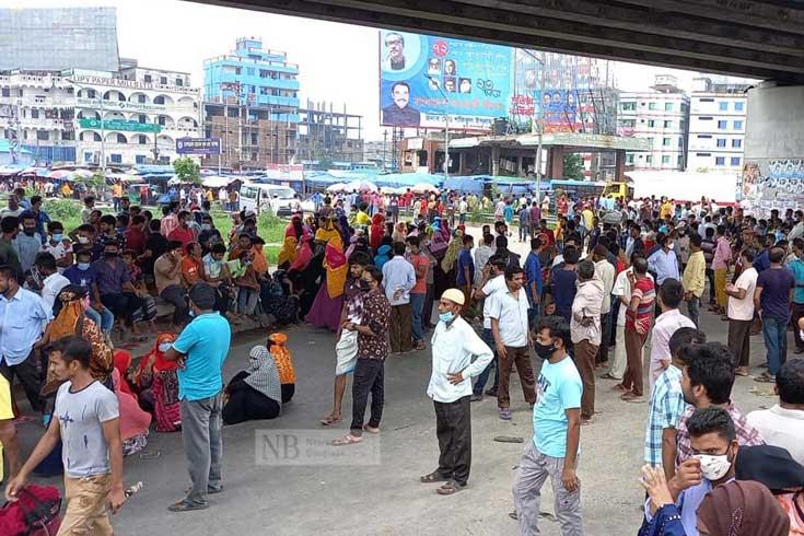 পোশাকশ্রমিকদের অবরোধে অচল ঢাকা-চট্টগ্রাম মহাসড়ক