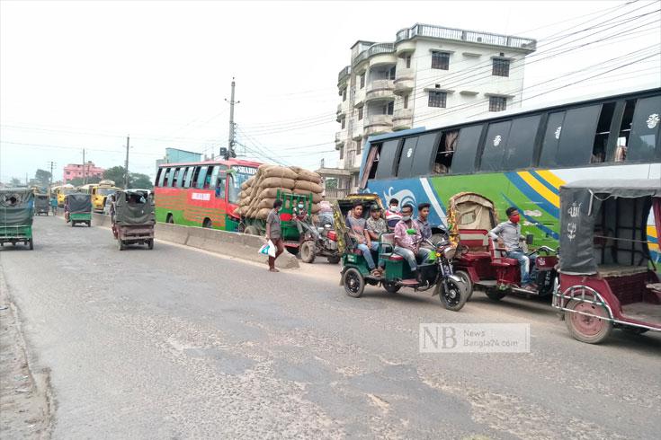 ময়মনসিংহ থেকে গাড়ি ঢুকতে পারছে না গাজীপুরে