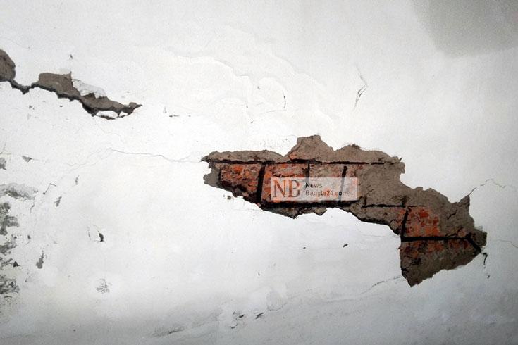 স্বাস্থ্য কমপ্লেক্সের নতুন ভবনে '১০০' ফাটল
