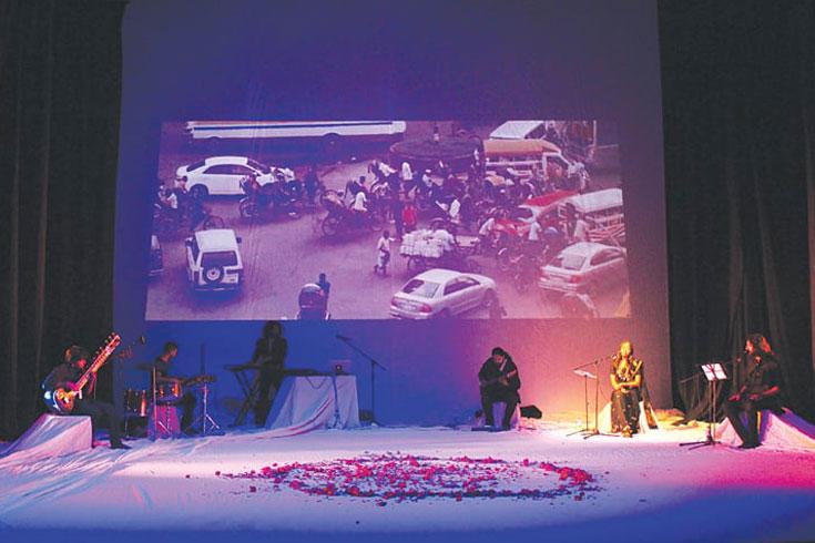 'ঢাকা সে করাচি': সংগীতে ভয়কে জয় শেখ দিনার