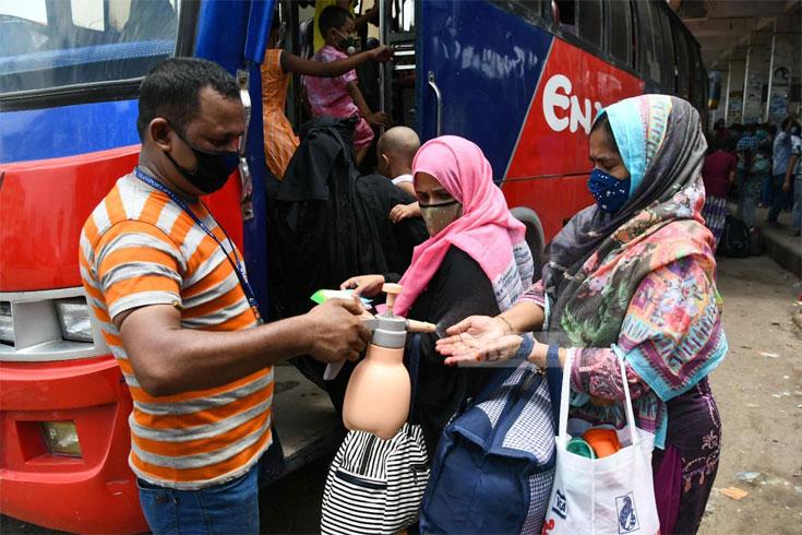 দূরপাল্লার বাস: ঢাকা ছাড়ছে কম, আসছে বেশি