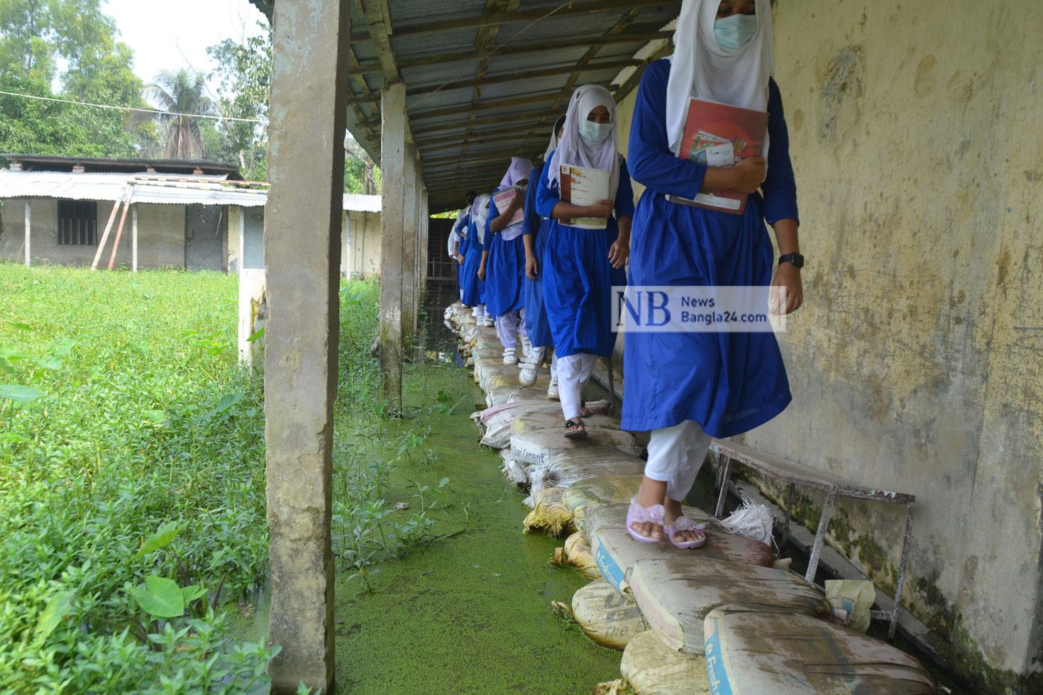 জলাবদ্ধ স্কুল, শিক্ষক-শিক্ষার্থীদের দুর্ভোগ