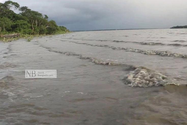 সাগরে লঘুচাপ: কয়েক নদীর পানি বিপৎসীমার ওপরে