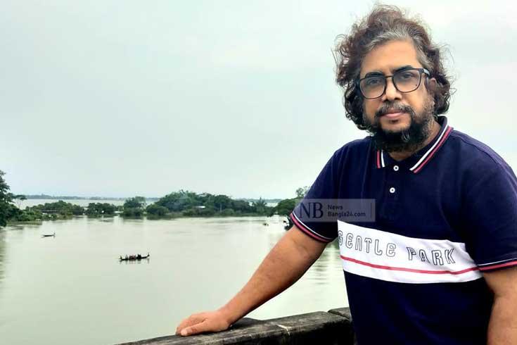 'করি চোখের ডাক্তারি, রচি সংগীত অচিনপুরী'