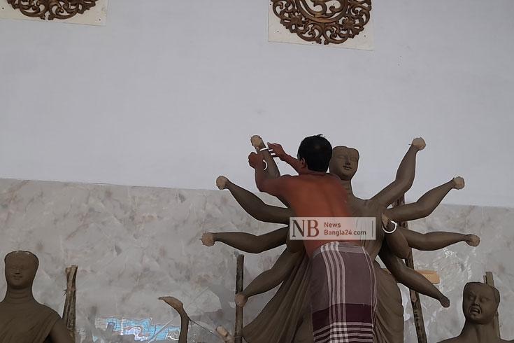 উৎসব তৈরির কারিগররা কতটুকু আনন্দে