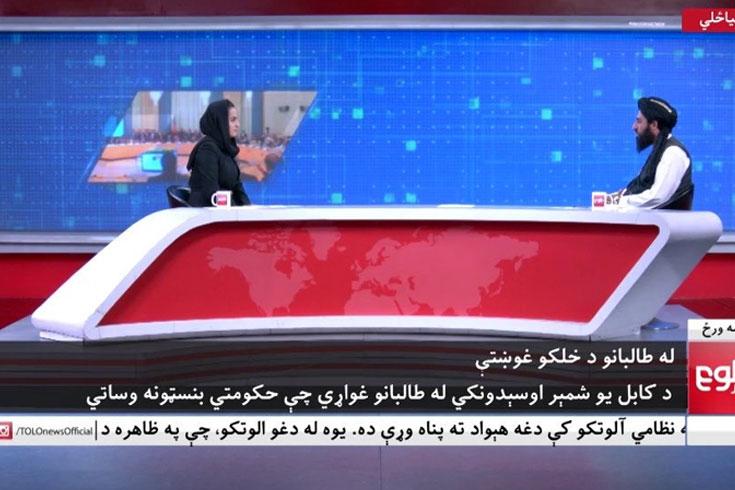 দেশের জন্য কাঁদলেন সেই আফগান নারী সাংবাদিক
