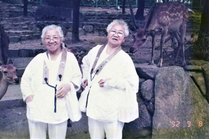 বেঁচে থাকায় বিশ্ব রেকর্ড যমজ দুই বোনের