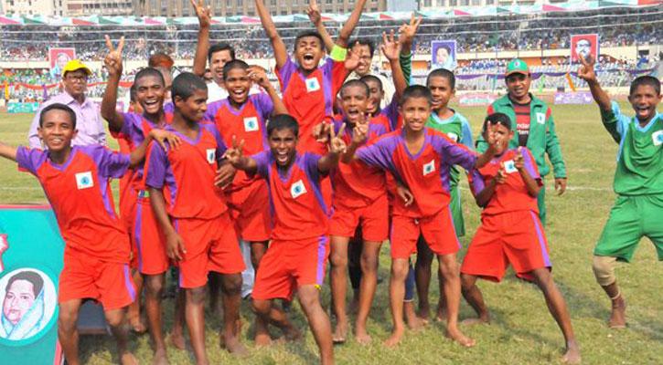 সবার ইশতেহারেই উপেক্ষিত 'শিশু ফুটবল'