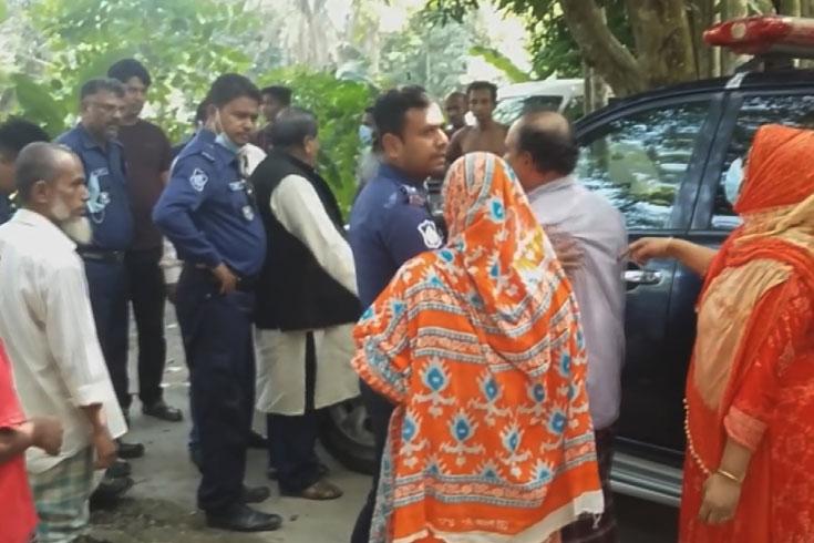 বেগমগঞ্জে নির্যাতন: সাংবাদিকদের ক্যামেরা ছিনতাই-গাড়ি ভাঙচুর