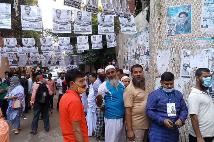 ঢাকা-৫, নওগাঁ-৬ উপনির্বাচনে ভোট শুরু
