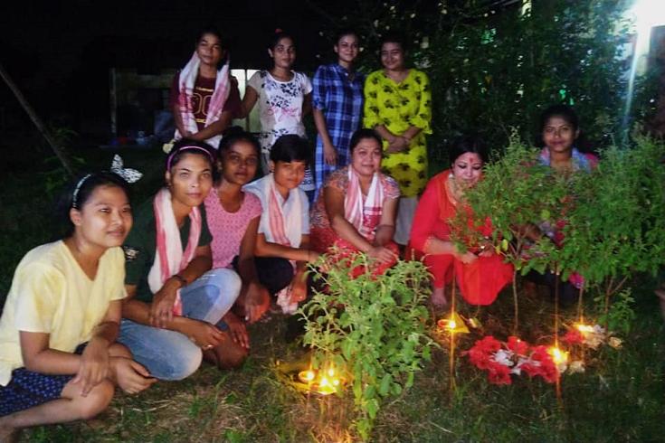 অসম মেতে উঠেছে কাঙালি বিহু উৎসবে
