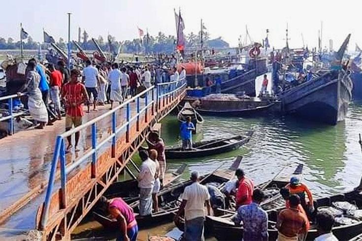 বাঁকখালী নদীতে নৌকাডুবি, নিখোঁজ ২