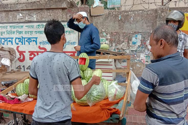 তরমুজের 'ঈদ নেই', ২০ টাকায়ও ক্রেতার আপত্তি