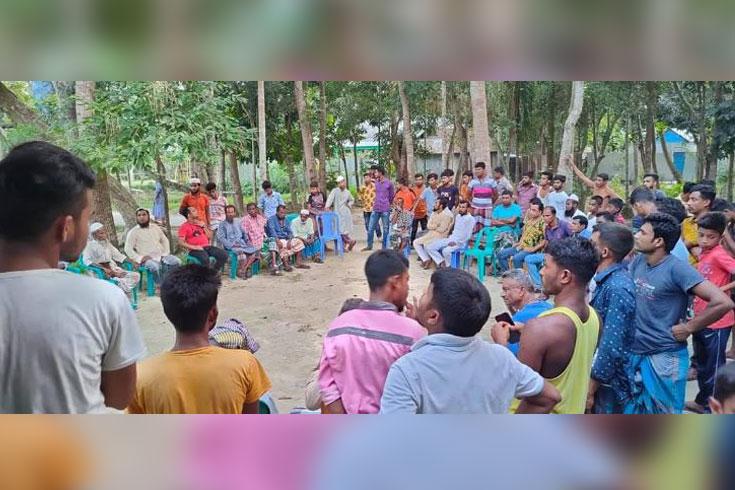 শহুরে বখাটেদের প্রতিরোধে একজোট গ্রামবাসী