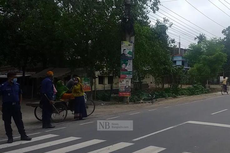 চাঁপাইনবাবগঞ্জে লকডাউন নিশ্চিতে মাঠে পুলিশ