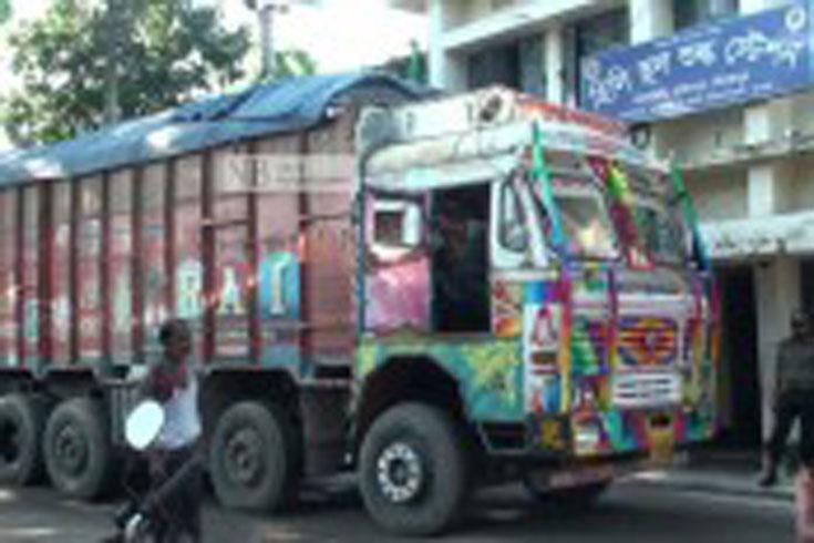 করোনা সনদ ছাড়াই দেশে প্রবেশ করছেন ভারতীয় ট্রাকচালকরা