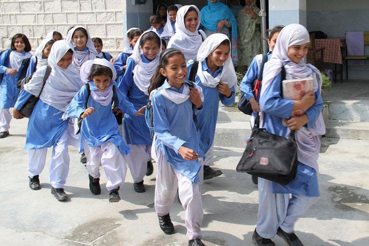 শিক্ষার্থীদের অটোপাস দিচ্ছে পাকিস্তানও