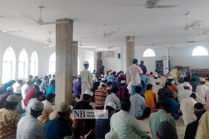 চট্টগ্রামে জুমায় মানা হয়নি স্বাস্থ্যবিধি