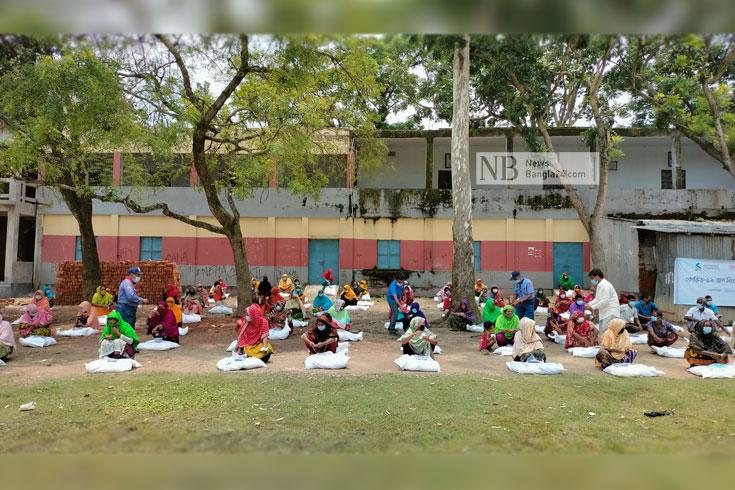 ৮০০ পরিবারকে খাদ্যসামগ্রী দিল বিদ্যানন্দ ফাউন্ডেশন