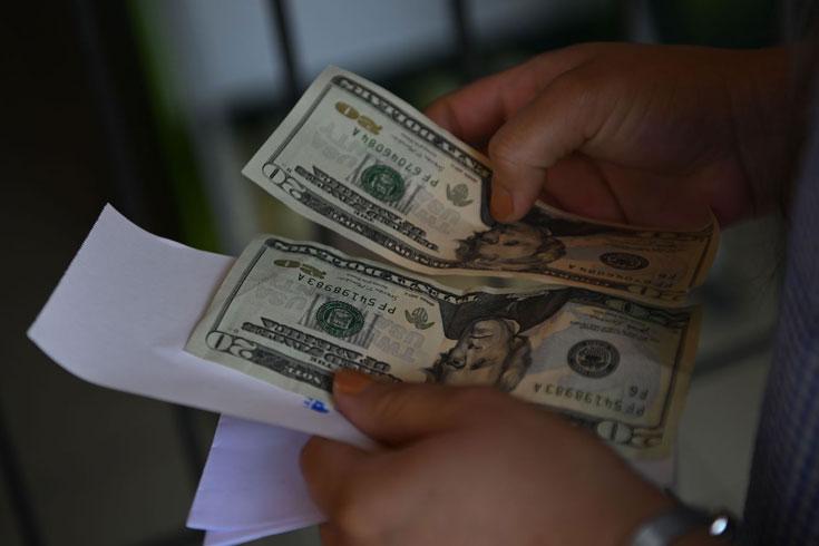 রেমিট্যান্স আয়ে বিরাট লাফ, এক বছরে ২৪.৮ বিলিয়ন ডলার