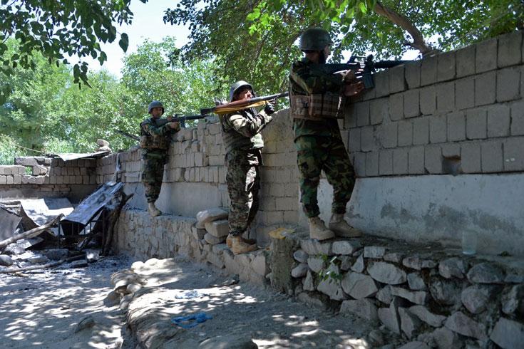 নিরস্ত্র ২২ আফগান কমান্ডোকে হত্যা করল তালেবান