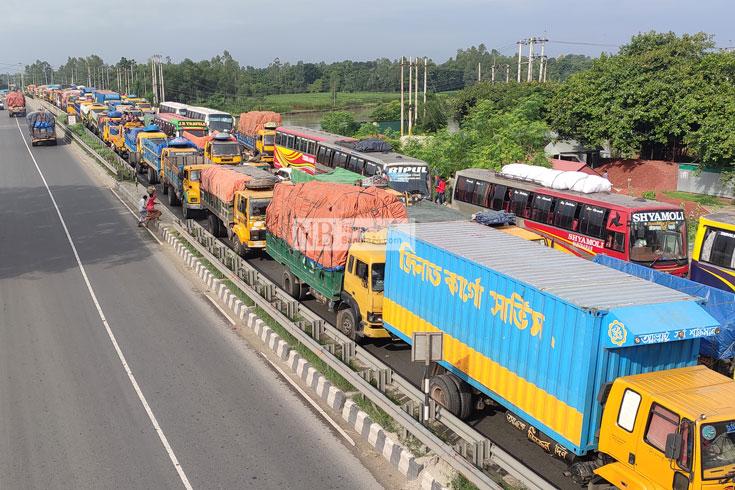 ঢাকা-টাঙ্গাইল মহাসড়কের ২০ কিলোমিটার যানজট