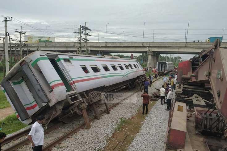 দুর্ঘটনায় বন্ধ ঢাকা-চট্টগ্রাম রেল যোগাযোগ