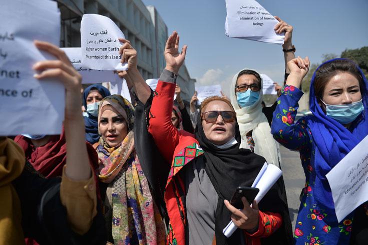 পালিয়ে বেড়াচ্ছেন আফগান নারী বিচারকরা