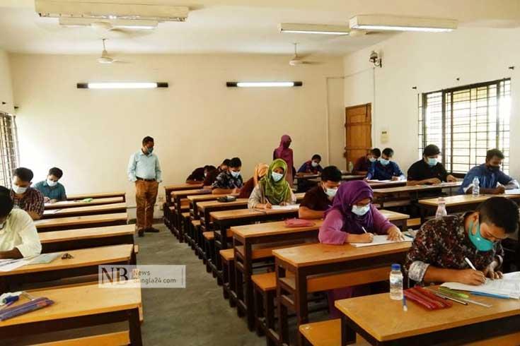 কুমিল্লা বিশ্ববিদ্যালয়ে পরীক্ষা শুরু, উৎসবমুখর ক্যাম্পাস