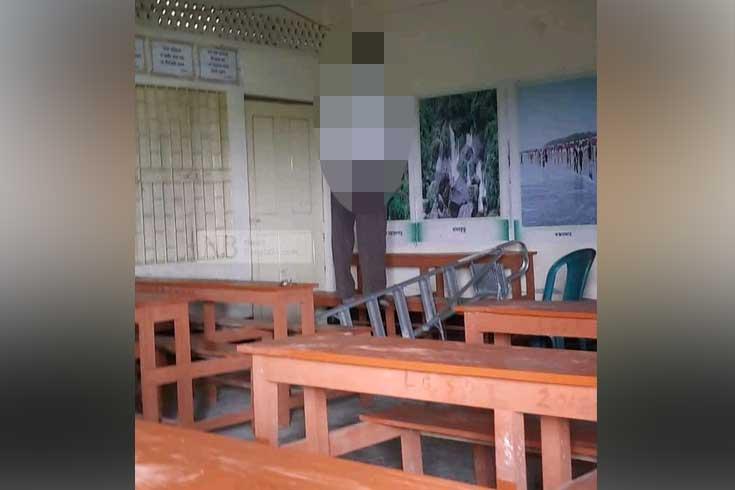 স্কুলের শ্রেণিকক্ষে প্রধান শিক্ষকের ঝুলন্ত মরদেহ