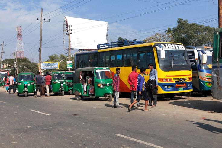 চাঁদাবাজি: সুনামগঞ্জে অনির্দিষ্টকালের  বাস ধর্মঘট