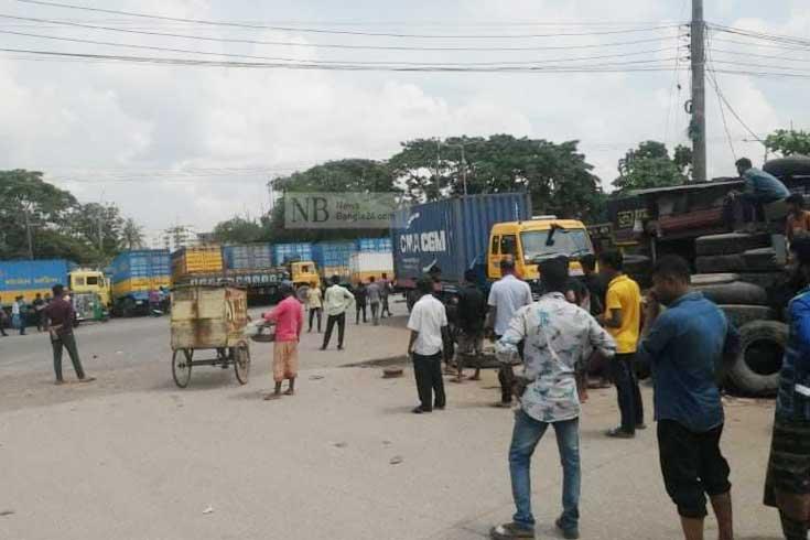 কর্মবিরতি: চট্টগ্রাম বন্দরে অচলাবস্থা, বেনাপোলে পণ্যজট