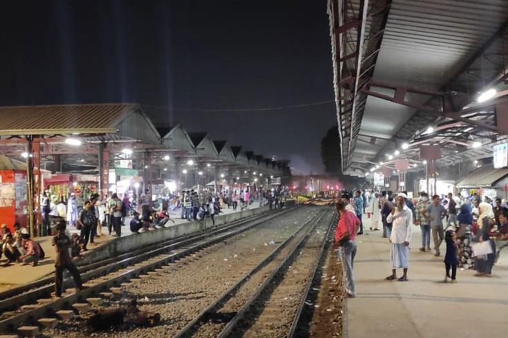 গাজীপুরে বিক্ষোভে ভাটা, ঢাকার সঙ্গে রেল চালু