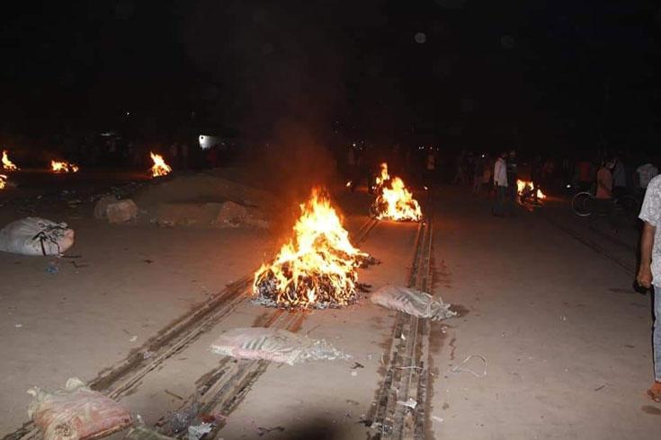 জটিল হচ্ছে গাজীপুর পরিস্থিতি, অবরোধে এবার রেলে বিচ্ছিন্ন ঢাকা