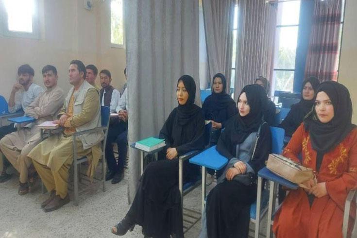 বিদেশে শিক্ষাবৃত্তি পেয়েও পড়তে যেতে পারছে না আফগান শিক্ষার্থীরা