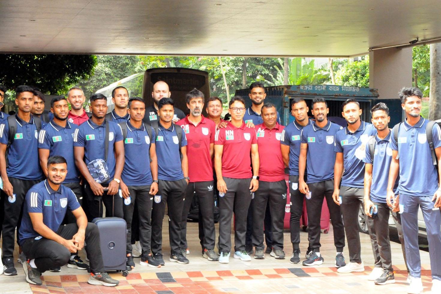 সাফ খেলতে গেল জাতীয় ফুটবল দল