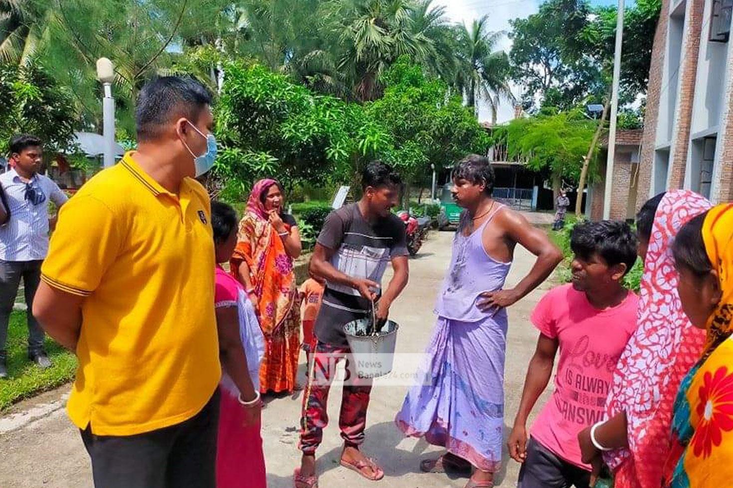 মদসহ সুইপার গ্রেপ্তার: থানায় মল ছিটিয়ে প্রতিবাদ