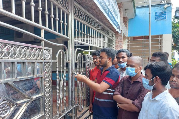 'শিক্ষামন্ত্রীর আশ্বাসে' রবীন্দ্র বিশ্ববিদ্যালয়ে অবরোধ শিথিল