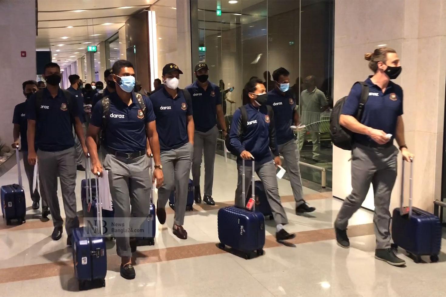 মাস্কাট পৌঁছেছে বাংলাদেশ ক্রিকেট দল