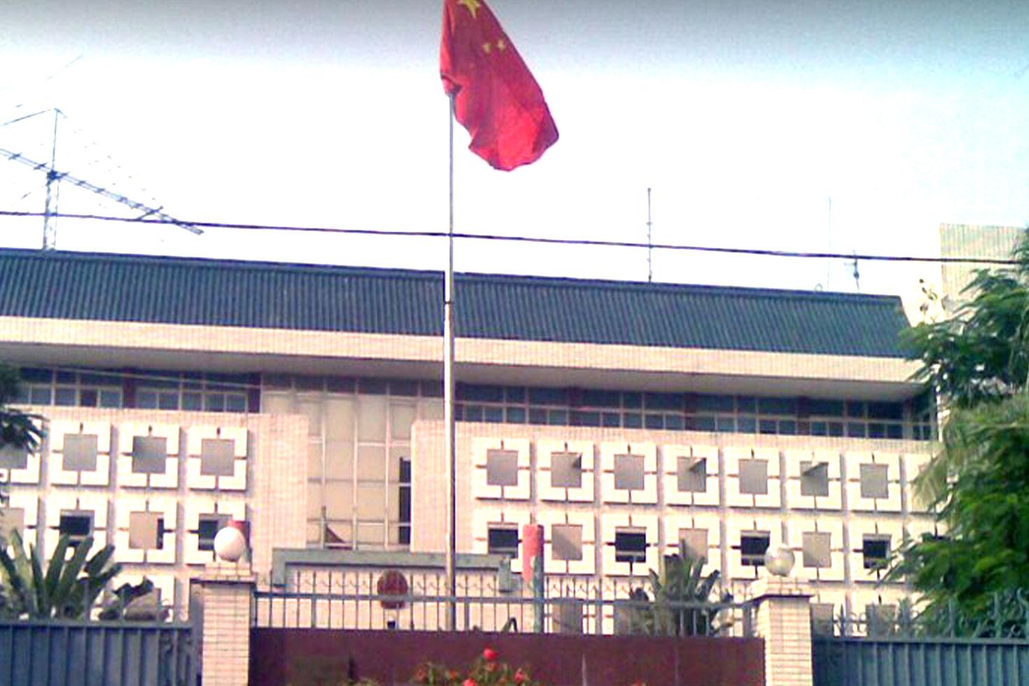 ফুল-কেক নিয়ে চীনের দূতাবাসে বিএনপি