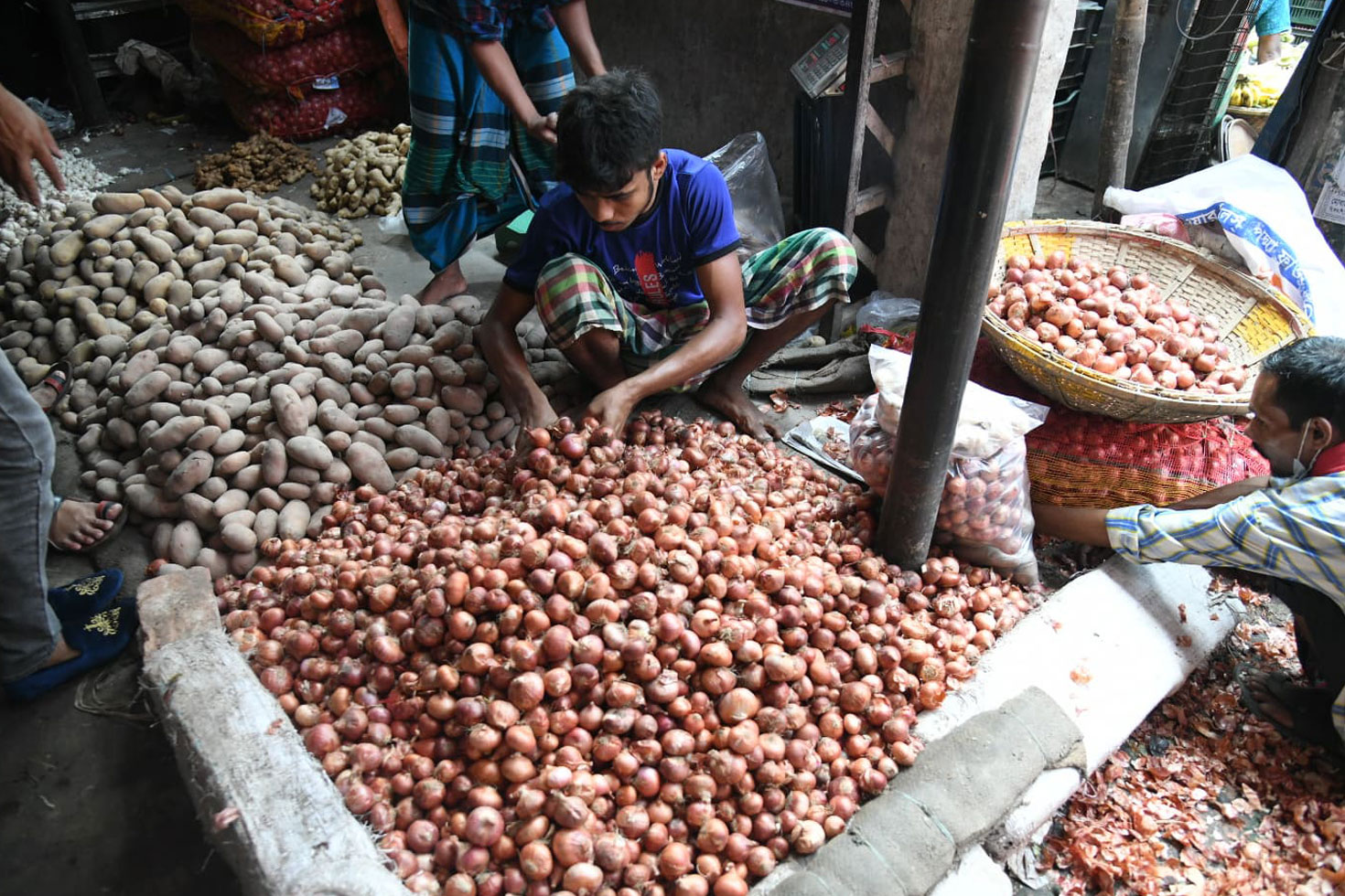 ভারতের রপ্তানি বন্ধের গুঞ্জনে পেঁয়াজের দাম দ্বিগুণ