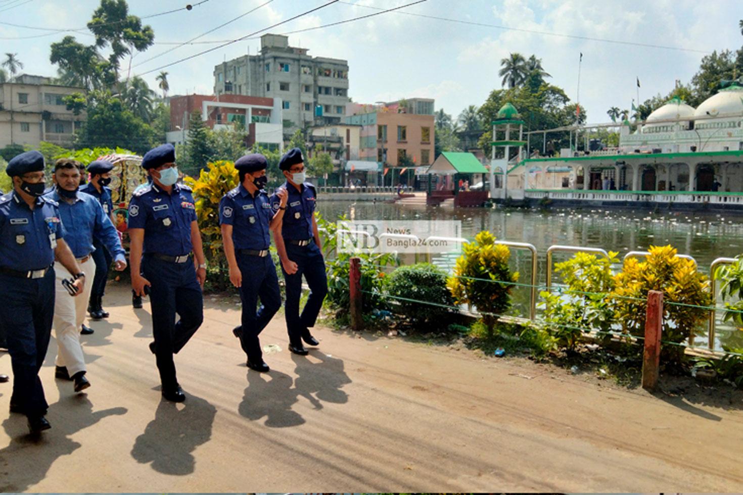 কুমিল্লার সেই মণ্ডপ-মাজার পরিদর্শন পুলিশ কর্মকর্তাদের